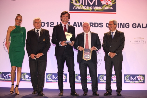 UIM Environmental Award Winner – SL 94 By Sanlorenzo. Mr. Marco Viti, Sanlorenzo Vice President(2° from right), and Mr. Mario Gornati, Sanlorenzo, Head of Marketing and Communication (3rd from right) , receiving the trophy by the UIM President Dr. Raffaele Chiulli (right) and Mr. Bernard D'Alessandri, YCM Secretary General(left).