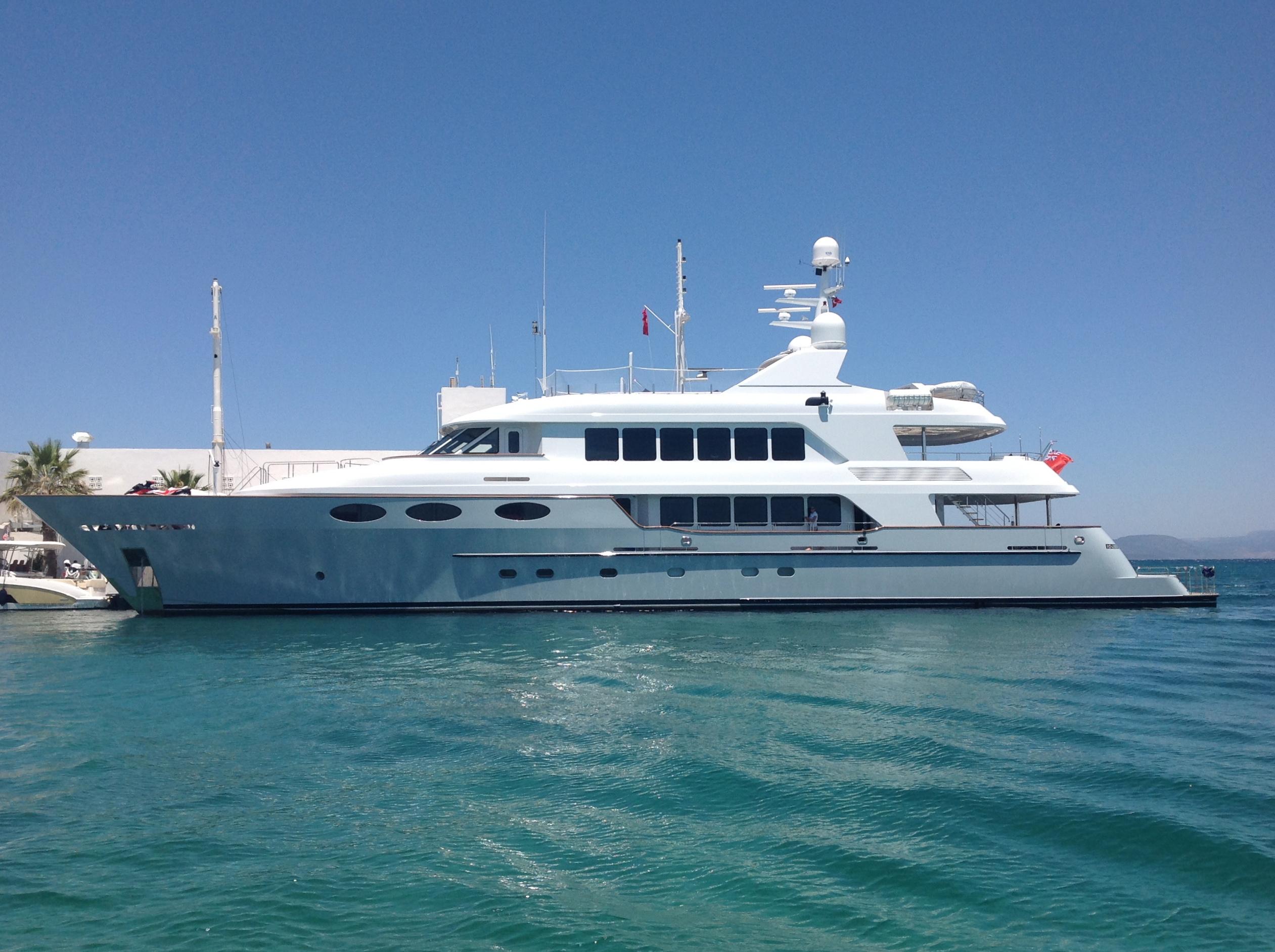Luxury superyacht keyla interior by hot lab luxury yacht charter - 4hhr